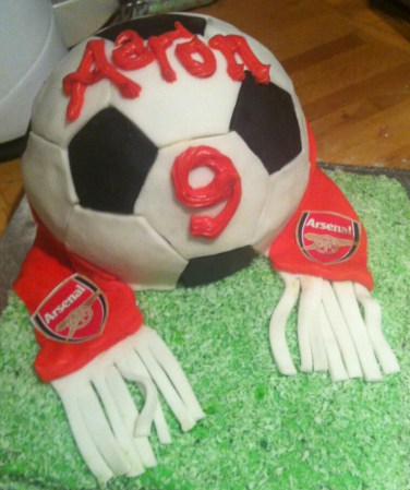 FCFK - football cake with scarf